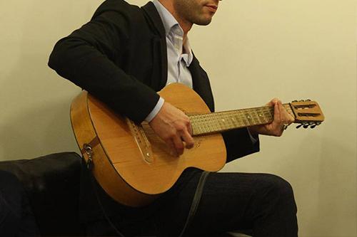 Alex-Monaco-gitara